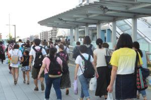 2016年8月6日の夕方は新横浜のどこを見ても「ケツメイシ」のファンの人が見られました