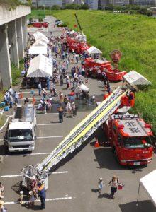 日産スタジアムの小机寄りにある新横浜公園「第一駐輪場」で行われた2016年の消防フェスタ(8月25日)