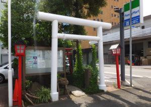 新横浜1丁目にある「蛇骨(じゃこつ)神社」は2001年に地元有志によって再建された