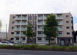 「港北車庫前」バス停前の農地に建てられた賃貸マンション「ルミエール新横浜」