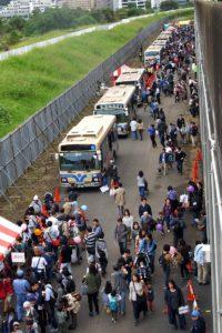 交通局のもう一つの主役であるバスも多数展示され、人気を集めていました
