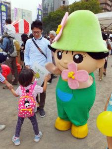 港北区のイベントではおなじみとなった「ミズキー」は子どもに大人気(2016年10月)
