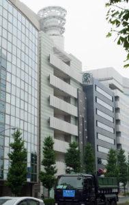 ウインズ新横浜は宮内新横浜線沿いの鳥山大橋に近いビル内にある