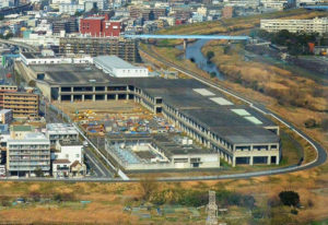 北新横浜駅の近くにある「新羽車両基地」の屋上を活用し、フットサルコートやレストランなどが設けられる(写真は横浜市交通局のサイトより)