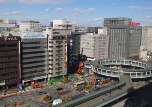 新横浜駅前から見たビル街