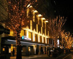 美しいライトアップが新たな新横浜の観光名所となるか。イルミネーションに参画する企業が増えるよう新横浜町内会は活動していくとのこと