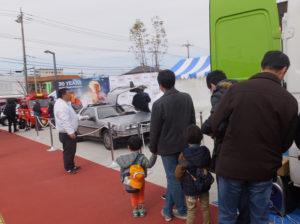 映画「バック・トゥー・ザ・フューチャー」で未来を旅する車・デロリアンや消防車も登場!