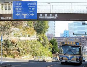 横浜駅を出発し、途中の綱島街道の起点から綱島駅までを結ぶ「59系統」は年間3000万円近い赤字