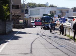 篠原口の「坊海道(街道)」は主要道路ながら狭い場所が多い