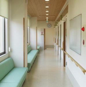 診察室は3部屋設置、最奥に外から直接出入りできる「隔離室」も設けられている