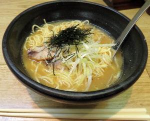 マグロのアラと昆布ダシによるスープが新鮮な「ツナコツラーメン」(税込900円)
