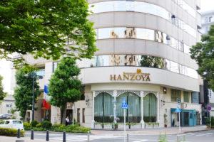 横浜アリーナ向かいの新横浜3丁目のHANZOYAビル。フランス料理HANZOYAの他にウエディング、ケーキ、ドレス、花などの関連事業も手掛けている