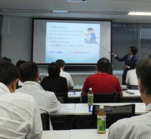神奈川県初の「健康経営支援拠点」となる新横浜ウエルネスセンターがオープン。産業衛生専門医の黒木弘明さんが「スローガンで終わらない健康経営」講演を行った