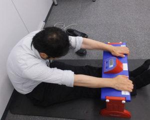 身体の柔らかさも測定できます(長座体前屈測定)。見本を見せてくださいました