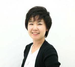 窪田憲子さんは骨格スタイルアドバイザーのほか、色彩診断士の認定講師としても活動(写真:ユー・スタイリング提供)