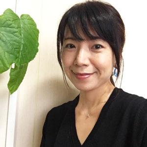 松永ちえこさんは、色彩診断士・骨格スタイルアドバイザーのほか、スカーフ/ストールコーディネーターでもある(写真:ユー・スタイリング提供)