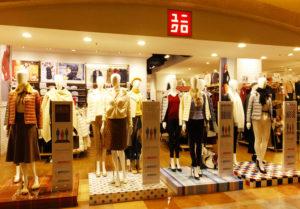 """ユー・スタイリング(You-Styling)が企画した""""春""""らしい「似合わせ」を学べるイベントを開催。ユニクロ・トレッサ横浜店で勤務するスタッフ3名がモデルとして登場予定とのこと。写真は同店店頭に展示している、12通りのスタイリングを展示した12体トルソー"""