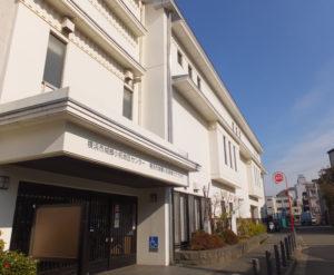 城郷小机地域ケアプラザは、JR横浜線小机駅南口から徒歩1分の場所にある
