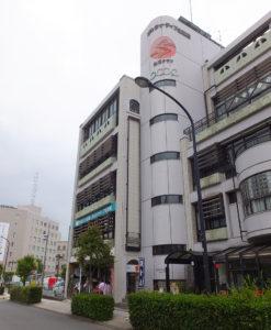 会場のオルタナティブ生活館は、各線新横浜駅から徒歩約7分の新横浜2丁目にある