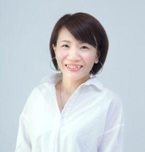 今回のイベントの司会・進行を担当する霧生(きりゅう)由佳さん。ユー・スタイリングのリーダー役、またファッション・アドバイザーとしても活躍している(ユー・スタイリング提供)