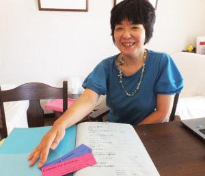 夫の転勤で渡航した東南アジア・シンガポール時代に企画したコンサートの数々を懐かしく振り返る鈴木美美子さん