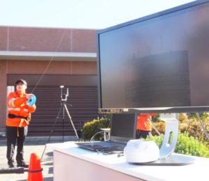 この日は高さ20メートルまで飛行、約1.7キロメートル離れた新横浜プリンスホテルのビル頂上の様子を高精度精度4K映像・画像で撮影した。通常は高さ149メートルまで(国の規制により)上昇することが出来、港北区内全体の画像も撮影可能。風速5メートルまででの飛行を国は推奨しているが、実際には10メートルの風にも耐えられるという