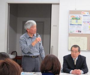 篠原地区連合自治会の会長も務めている川島武俊さんが司会進行。右は篠原地区社会福祉協議会会長で富士塚自治会会長も務める加藤修さん