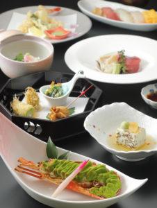 「旬菜満喫プラン」の料理イメージ。ロブスターのずんだ焼きや、桜海老の銀餡(あん)をあしらえた長芋オランダ煮も(同ホテル提供)