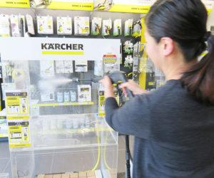 春から夏に向けて、屋内外の清掃に活躍する高圧洗浄機が人気。実機を試す体験も