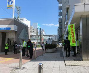 この日は年金受給日ということもあり、城南信用金庫新横浜支店には多くの来客も。近くに専門学校や繁華街もあり、「地域での防犯活動の大切さをより広めていきたい」と森支店長