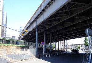 新横浜陸橋の下部