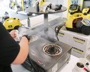 スチームクリーナーの蒸気で、家庭用ガスコンロの油も落ちやすくなる