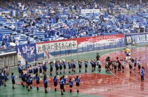 雨にも負けじと、太尾小学校マーチングバンドの約50人が演奏に臨みました