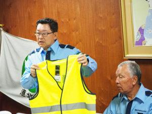 「これからも(交通安全に寄与するための)要望があれば聞かせてほしい」と嶋村公(ただし)代表理事(左)