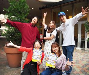 第3回目となる「港北ふれあいストリートダンスまつり」を運営する実行委員会の皆さん。主宰のAKIさん、慶應義塾JADEの三好さん、MASAさん、YUKIさん、根本さん(写真左下より)