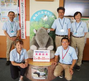 鶴見川流域センターの運営を支える小林事務局長、亀田理事、中原優人(まさと)さん、吉原聡さん、洲之内(すのうち)早苗さん(写真左から)