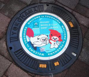 """吉田さんが""""消して踏むことのない""""と評するこのマンホールの設置期間は、大会終了後の(2019年)12月上旬までを予定"""