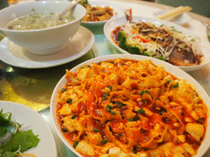 豪華中国料理に根強いファンも多い「山海楼」。代表取締役社長・翁為栄(おんういえい)さんが考案するメニューは、ボリューム盛りだくさんで割安感があるという評価も