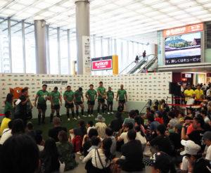 2日間計4回のイベントには、約1200人も参加(主催者発表)。新横浜駅2階(改札階)「交通広場」でのイベントは初開催、大いに盛り上がりました