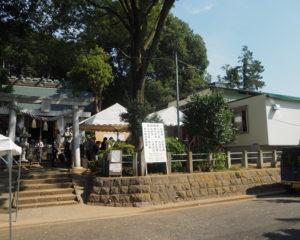 1525(大永5)年に創建された岸根杉山神社が、500年を記念し拝殿を修復、舞殿・山車(だし)小屋を新たに建設した(2019年10月1日)