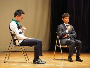港北区内小学校でのラグビー教室の立ち上げ時期にかかわったという金澤篤さん(右)