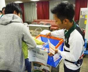 応援メッセージが書かれた「紙旗」で寄贈されたものは、11月16日(土)開催される「ヨコアリくんまつり」(横浜アリーナ=新横浜3)で掲示される予定とのことです