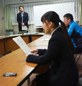 神奈川県立港北高校の放送部が港北警察署と初コラボ。電話保留音の音源として「特殊詐欺」への注意を呼び掛けるメッセージを吹き込む作業を行った(2019年10月29日)