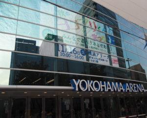 横浜アリーナの大型ビジョンでも「ヨコアリくんまつり」を告知している(2019年10月30日)