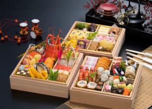 """日本料理の「技」を楽しめるという、""""贅(ぜい)の極み""""厳選素材の滋味(じみ)を引き出した和の三段おせち「大黒天」は、特別限定20個の販売(同ホテルのサイトより)"""