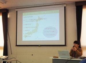 港北区の子育てを取り巻く環境について、調査結果から地域子育て支援拠点どろっぷの勝山さんが報告