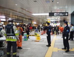 東急ストア菊名店前の通路は、物々しい雰囲気に包まれた(2020年1月24日14時10分頃)(訓練)
