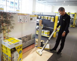 立ったまま「水拭き」掃除ができるフロアクリーナー「FC 3d」も新生活応援キャンペーンの対象商品。2月8日にテレビ東京で放映された「出没!アド街ック天国」内でも紹介された
