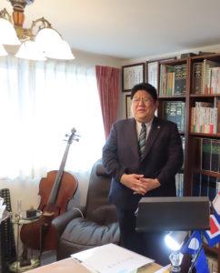 慶應義塾大学法学部卒業後、行政書士として15年のキャリアを積んできた加賀雅典さん。日吉中央通りにある日吉本町東町会会館(日吉本町1)で月2回無料相談会も開催している