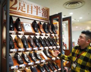 ビジネスシューズの品ぞろえの充実もはかる。日吉東急アベニュー店では、靴に「自分らしい」こだわりを持った来店客が多いという